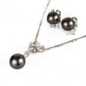 18k White Gold Pearl and Diamond Necklace and Earring Suite
